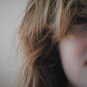 sh_hair-side-eye-girl