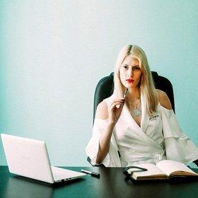 SH Health Business woman at desk